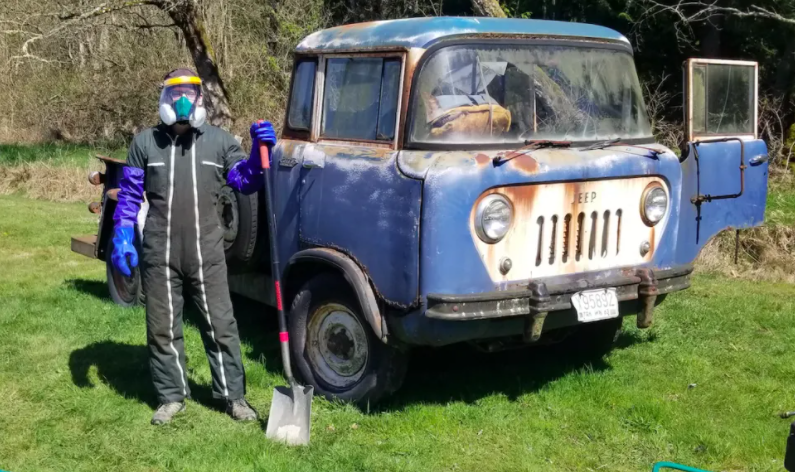 I Bought The Crappiest Jeep On Earth. Cleaning Its Interior Was Horrifying